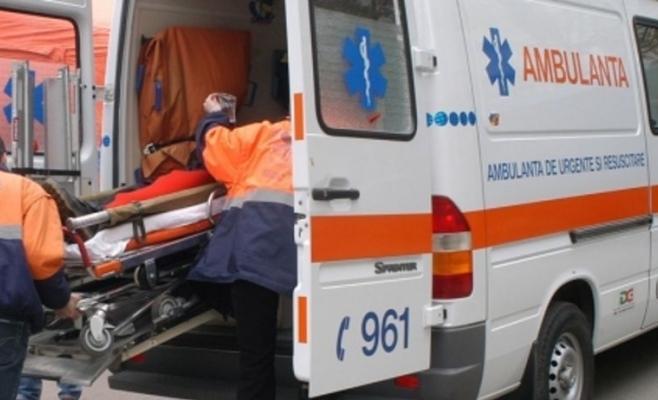 Microbuz cu cinci pasageri, răsturnat la Nădășelu. Un minor a ajuns la spital