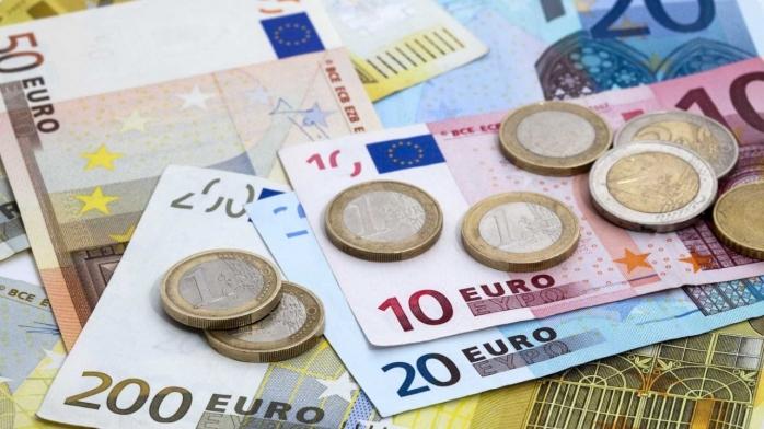 CURS VALUTAR. Ce s-a întâmplat cu euro după o lună calmă?