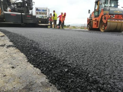 Un drum recent preluat în administrarea CJ Cluj a intrat în lucrări de asfaltare
