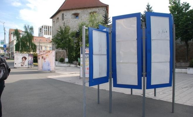 Primăria a stabilit 15 locații pentru afișele electorale