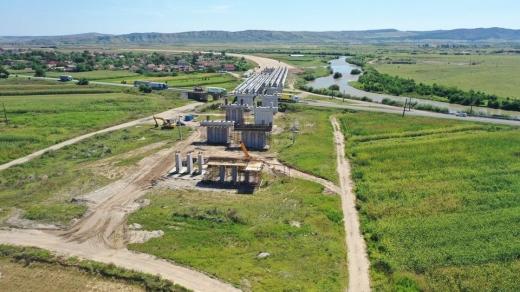Constructorii grăbesc lucrările pe Autostrada Transilvania. Când vom circula pe între Chețani și Câmpia Turzii? FOTO/VIDEO: Asociația Pro Infrastructură