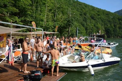 """S-a terminat cu """"raiul șmecherilor"""" pe lacurile Tarnița și Beliș, după interzicerea motoarelor"""