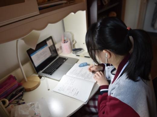 Condițiile în care pot opta părinții doar pentru școala online. Care sunt documentele necesare?