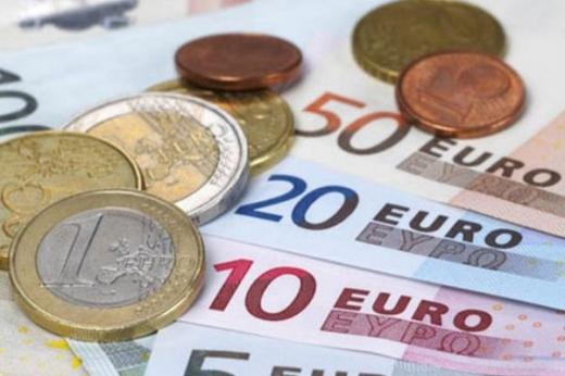 CURS VALUTAR. Euro la 0,0007 lei de un nou maxim