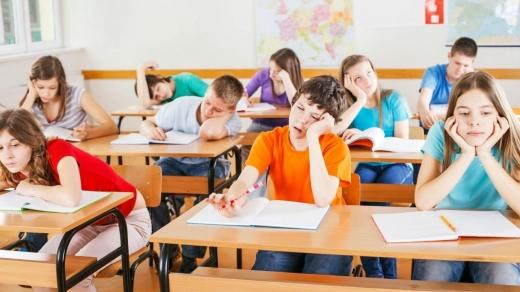 """Ce cred părinții despre regulile de distanțare pentru noul an școlar? """"Va fi un fel de armată pentru cei mici"""""""