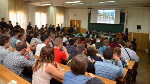 Studenții sunt nemulțumiți de recomandările Ministerului Educației cu privire la începerea anului universitar: sunt prea generale și insuficiente