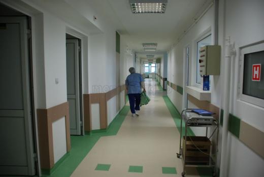 Premieră medicală, la Cluj. Pacientă cu probleme la inimă, salvată printr-o procedură fără bisturiu
