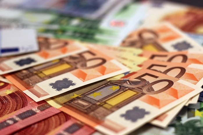 CURS VALUTAR. Euro la al doilea record consecutiv
