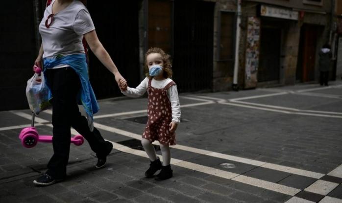 Părinții pot răspunde penal pentru glume privind infectarea cu COVID-19