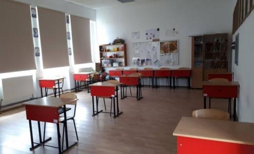 Școlile clujene au apelat la soluții speciale pentru a asigura spațiile necesare elevilor: containere modulare și săli de sport