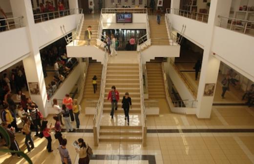 O facultate importantă a UBB rămâne închisă un semestru. Studenţii vor învăţa exclusiv online.