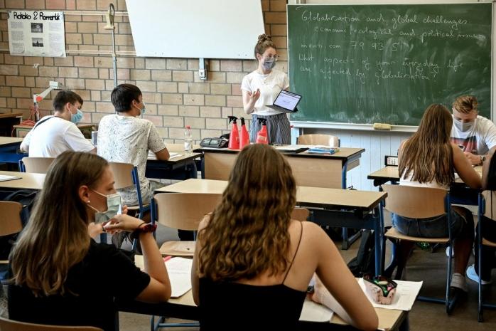 directorul-unui-scoli-cere-bani-de-la-parinti-pentru-curatenie