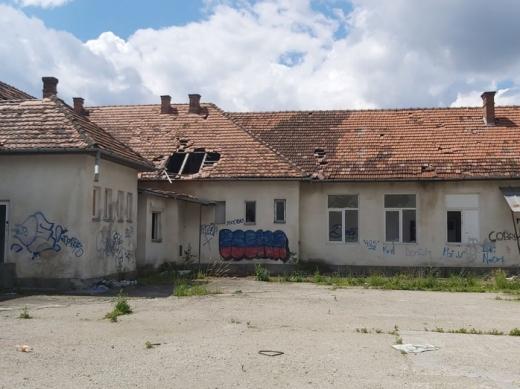 E oficial: școala abandonată de pe Calea Baciului devine cămin de bătrâni!