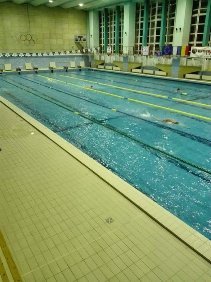 Înotătorii de performanță din Cluj-Napoca, obligați să se antreneze în alte orașe