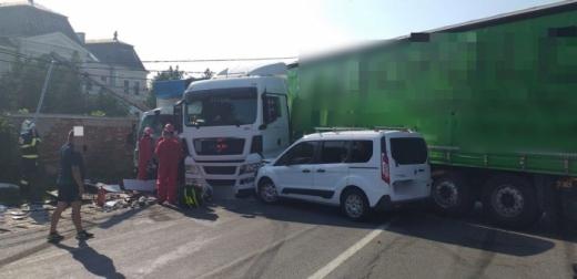 Șoferul rănit grav în accidentul din Răscruci refuză transfuzia de sânge. Medicii caută tratamente alternative