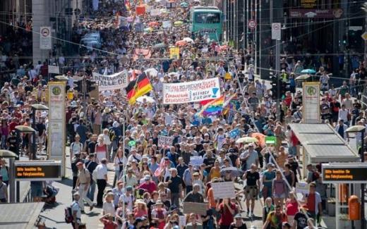 Manifestații anticoronavirus în Germania și Polonia