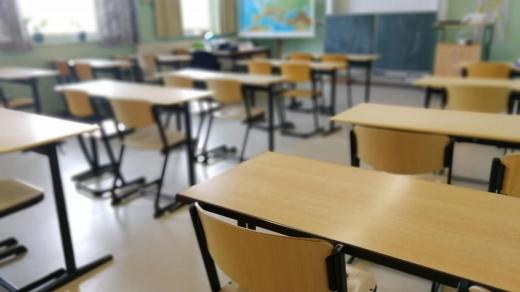 O școală din Cluj trece la SCENARIUL ROȘU. Elevii vor urma cursurile doar online
