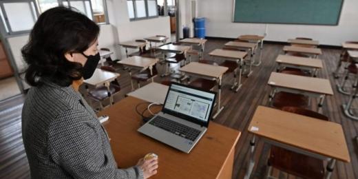 100.000 de elevi au început azi școala online. Câți dintre ei nu au laptop-uri sau tablete?