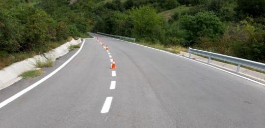 Marcaje rutiere pe mai multe drumuri județene proaspăt astfaltate. Vezi lista