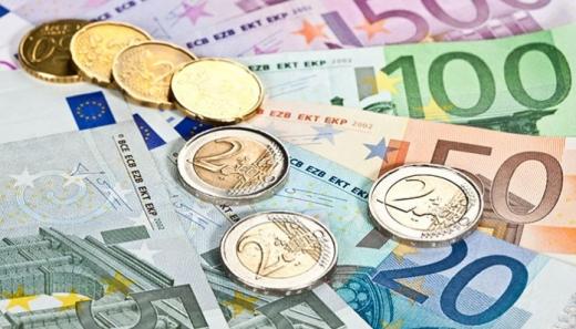 Curs valutar. Al patrulea maxim al euro din septembrie