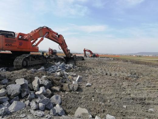 Fără ÎNTÂRZIERI pe Aeroportul Cluj. Au început lucrările la noua cale de rulare. Când va fi dată în folosință?