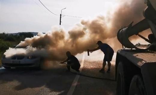 masina-foc-video-floresti-oameni