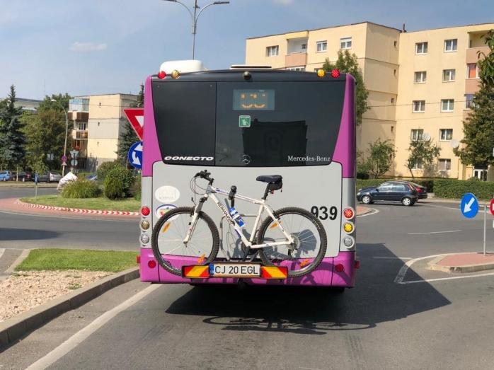Au apărut suporturile de biciclete pentru autobuze în Cluj
