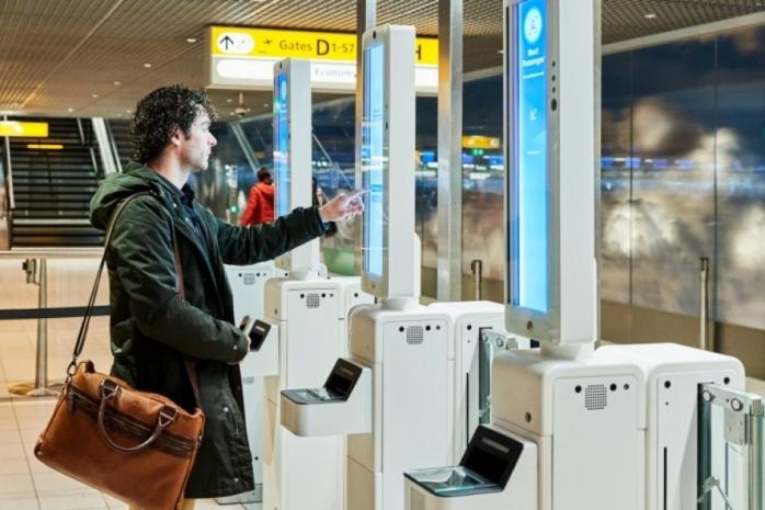 """Viitorul e aici. Directorul Aeroportului Cluj: """"În câțiva ani, pasagerul va întâlni doar una-două persoane până se îmbarcă"""""""