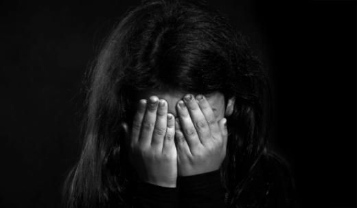 Prostituată la 11 ani. Fete fugite din centre de plasament, bătute, exploatate sexual şi aduse în pragul sinuciderii
