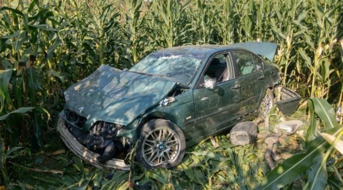 Accident într-o localitate din Cluj. Un tânăr fără permis și cu viteză a ajuns în lanul de porumb