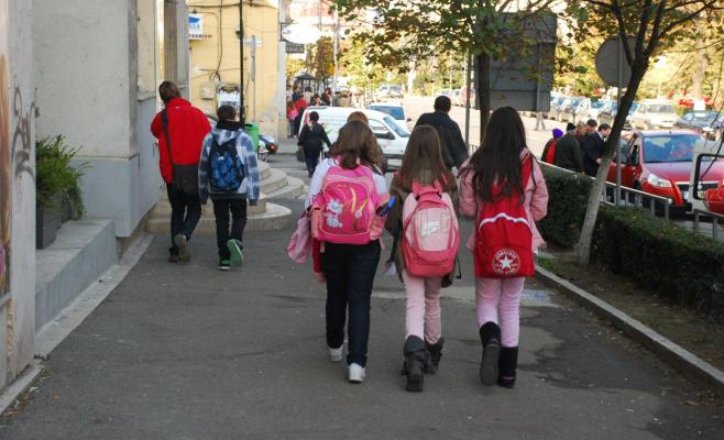 CORONAVIRUS în mai multe școli Cluj. Câți elevi și profesori s-au infectat în prima săptămână?