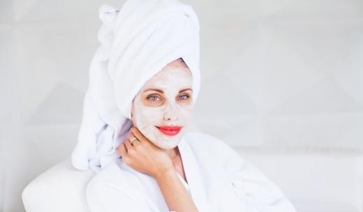 5 măști de față cu un ingredient minune care se află în casa ta, potrivit pentru acnee și alte afecțiuni ale pielii