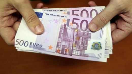 Curs Valutar. Băncile vând un euro cu peste 4,9 lei