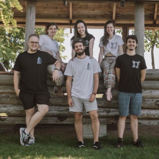 6 studenți de la Cluj reînvie spiritul folclorului românesc prin Badea Neaoș.