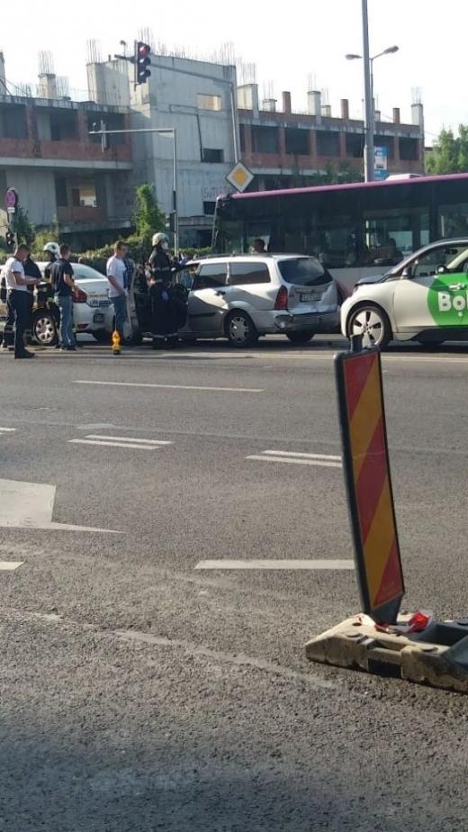 accident-pe-calea-floresti-au-fost-implicate-trei-masini