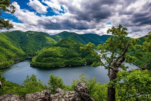 Piatra lui Dan - cea mai frumoasă priveliște spre Lacul Tarnița