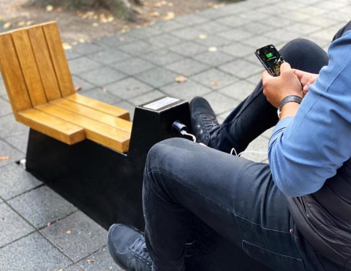 Au apărut aparate fitness în aer liber la care îți poți încărca telefonul în Cluj. FOTO