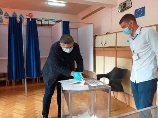 """Alin Tișe a votat cu """"gândul la dezvoltarea Clujului pe mai departe"""" și cu echipa care """"a adus Clujul pe numărul unu în țară"""""""