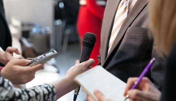 Trei bărbați pretindeau că sunt jurnaliști la alegeri.