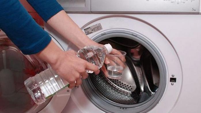 Cum se curăță mașina de spălat? Acest truc are rezultate uimitoare