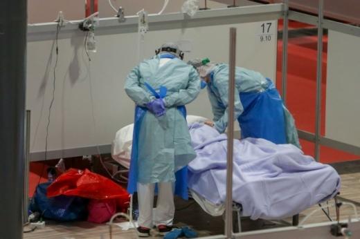FOCARUL de la Cânțeni se extinde cu încă 24 de cazuri! Mai sunt locuri în spitalele COVID-19?