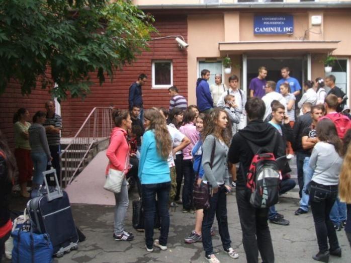 Reguli speciale pentru studenți din cauza pandemiei de Covid-19: Dispar chefurile din cămin și aglomerările în camere