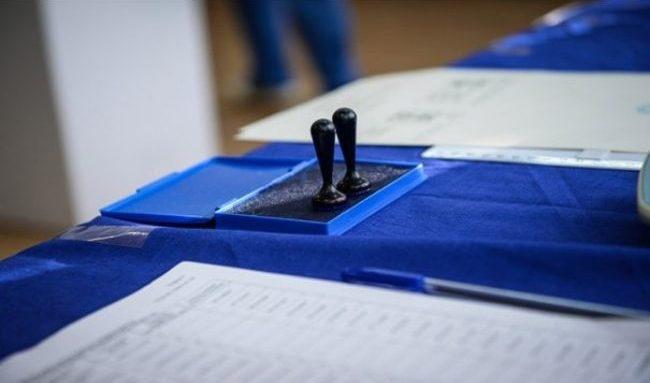Trei localități sunt obligate să organizeze din nou alegeri locale. Candidații au fost la egalitate