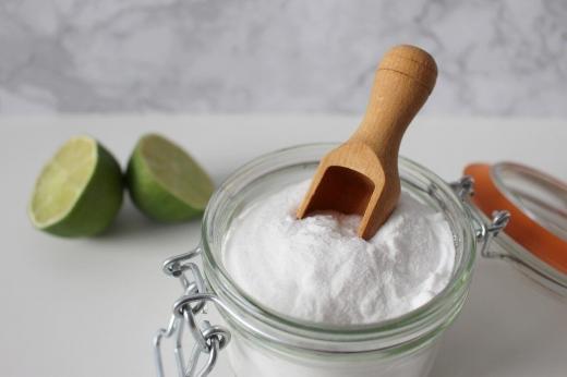Cum scapi de negi cu bicarbonat de sodiu? Trucul ieftin și eficient, făcut la tine acasă!