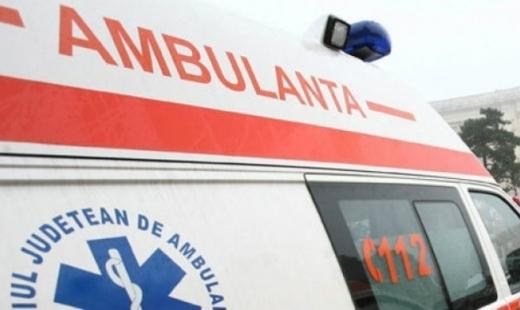 Un microbuz s-a răsturnat pe DN1. 10 persoane au fost rănite