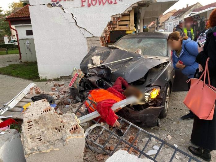 accident-mortal-o-femeie-a-murit-dupa-ce-o-masina-a-intrat-pe-trotuar
