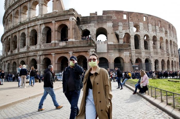 Masca, OBLIGATORIE în Italia în toate spațiile publice! Amenzile sunt usturătoare