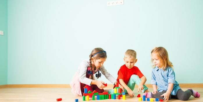 Mai mulți copii au ajuns la spital după ce s-au jucat cu un plic cu COCAINĂ găsit la locul de joacă
