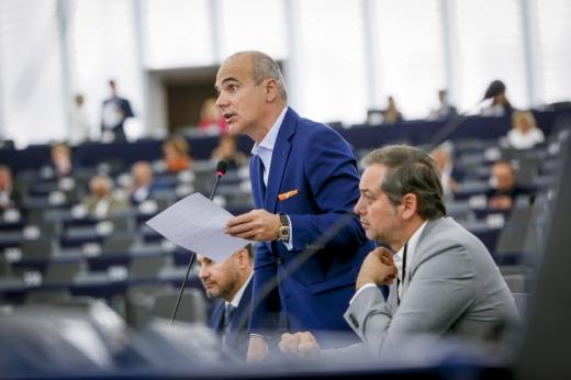 Dubla măsură a PNL. Au acuzat corupția PSD, dar în Parlamentul European au votat împotriva rezoluției care îl acuză pe premierul Borisov (PPE)