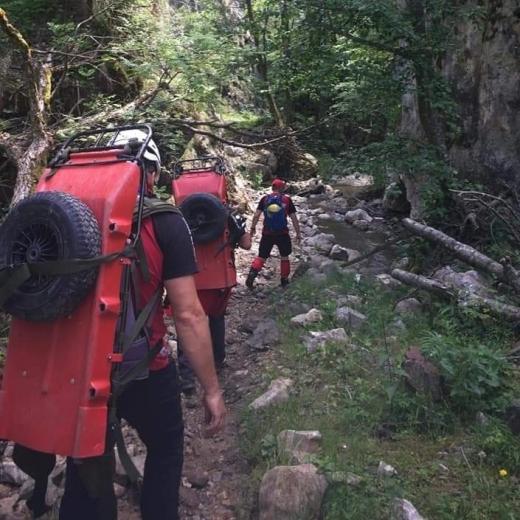 Clujeancă salvată de echipaje Salvamont din Munții Apuseni, după ce și-a rupt un picior